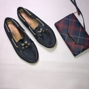 Shoes - Sperry navy shoe